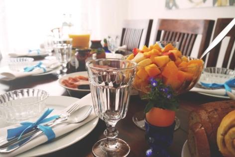 Tisch gedeckt